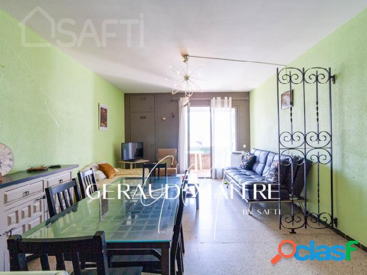 Apartamento de 1 dormitorio, salón, cocina reformada y terraza centro empuria, 500 m playa