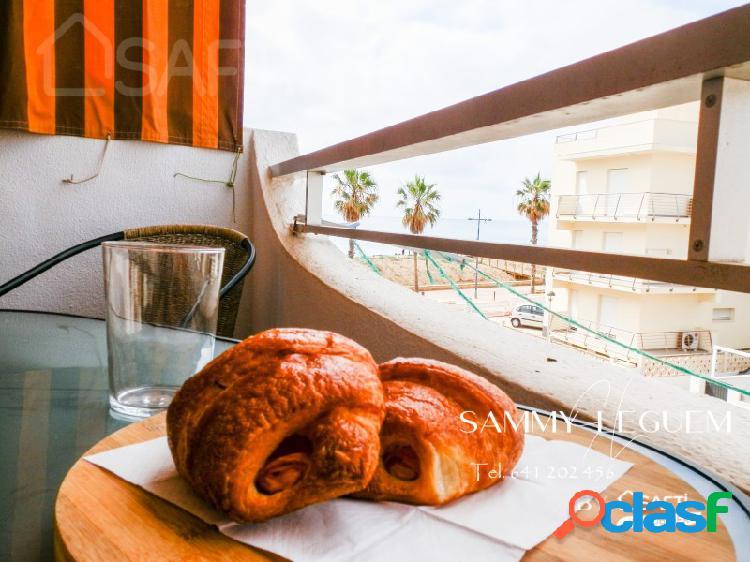 ¡¡¡ no lo dejes escapar !!! safti le presenta este estudio de 40 m2, vistas increíbles, totalmente amueblado que se encuentra a solo 50m de la playa de peñíscola en residencia cerrada con pis