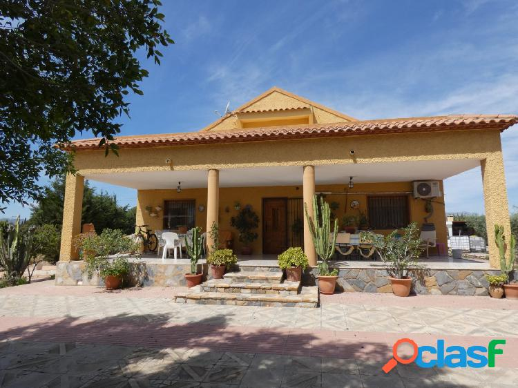 Chalet cerca de san vicente de 186 m2 / sotano 150 m2 / piscina / parcela 3000 m2