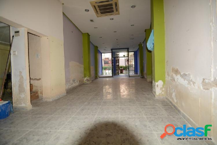 Local comercial en el centro de Orihuela, cerca del Teatro Circo, con 92 m2. más 25 m2. de altillo. 1