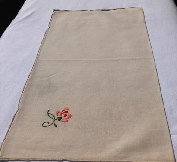 12 antiguas servilletas de algodón beige con bordado floral