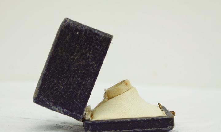 Caja de anillo de cuero azul antiguo, caja de anillo de