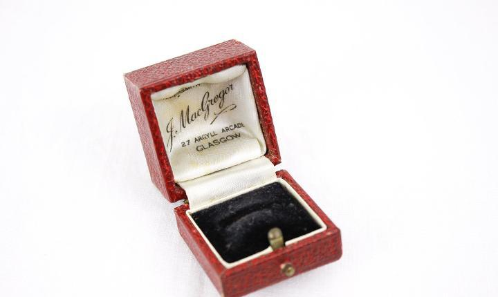 Caja de anillo roja antigua, caja de anillo de compromiso