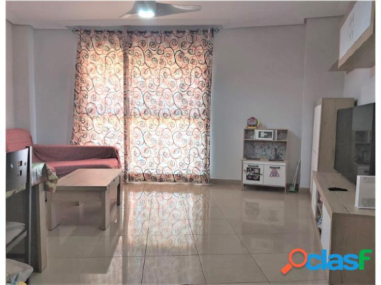 Inmobiliaria Suárez le presenta bonito piso de RENTA LIBRE zona Emilio Lemos