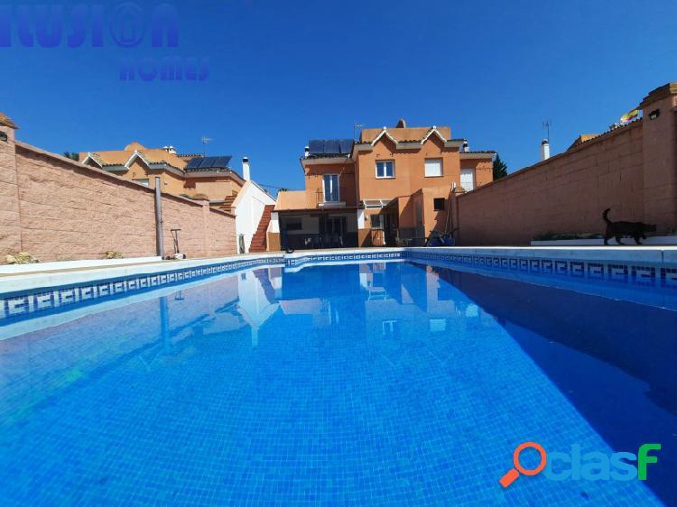 Vivienda pareada a la venta con piscina en estepona