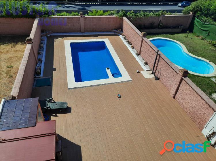 Vivienda Pareada a la venta con piscina en Estepona 1