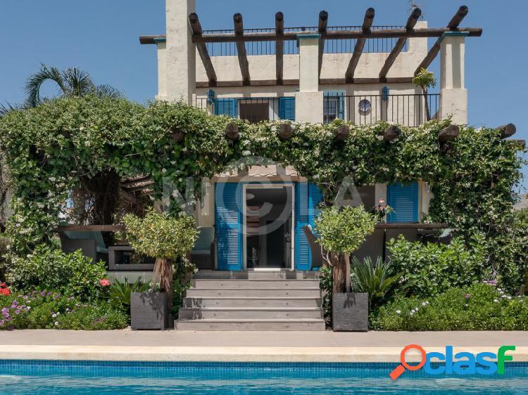 Amplio villa con piscina privada en vera playa (almería)