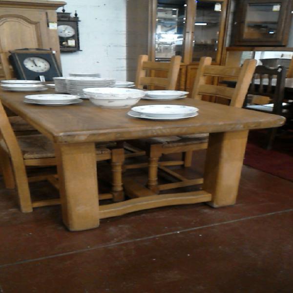 Compre la oportunidad de mesa de comedor roble