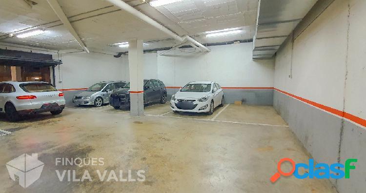 Local privado destinado a aparcamiento para 8-12 coches
