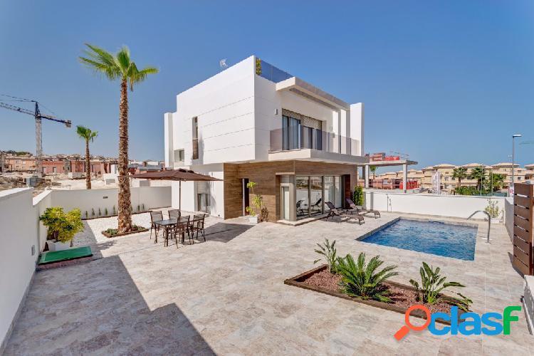 Villas independientes construidas en una o dos plantas con piscina y gran parcela en villamartin