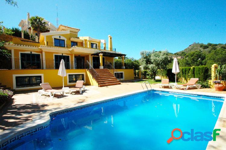 Villa individual muy céntrica construida con muy buenas calidades