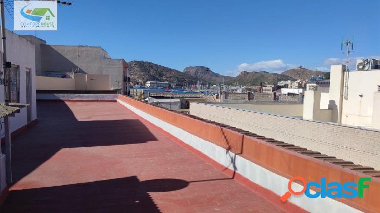 Atico con bajo comercial con terraza de unos 100 m2, con vistas al puerto de cartagena