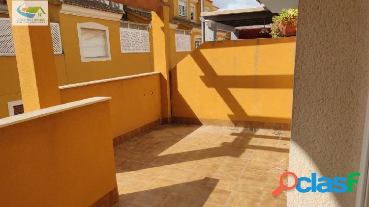 Duplex adosado con porche, patio, 5 dormitorios, y un gran sotano