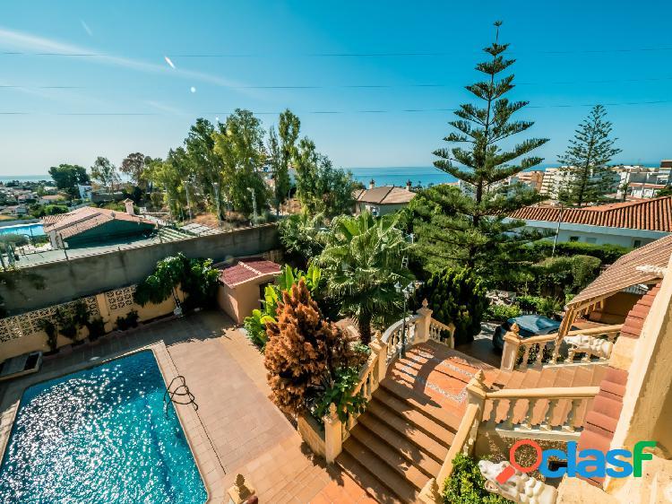 ¡espléndido chalet independiente con piscina, preciosas vistas, a pocos minutos de los servicios, y a menos de 600 metros de la playa!