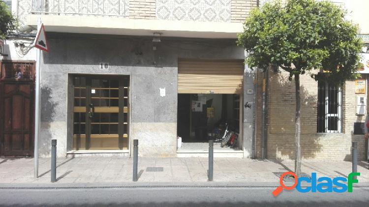 Local comercial en alquiler se encuentra situado en zona del ayuntamiento