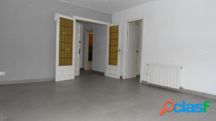 Santa cristina d'aro: piso de 90 m2. 3ª planta, 3 habitaciones dobles. sin ascensor.
