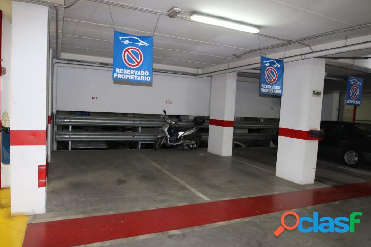 Plaza de garaje en barrio san luis