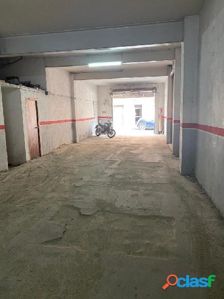 LOCAL COMERCIAL de 195 m2 EN RIPOLLET 3