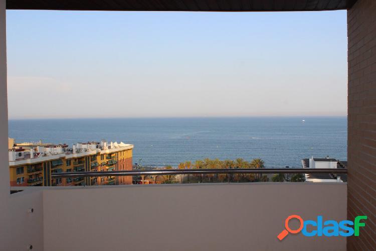 Venta de Gran Piso de 3 dormitorios con vistas al Mar en Torremolinos. 1