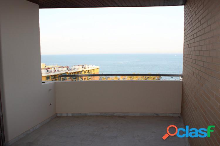 Venta de Gran Piso de 3 dormitorios con vistas al Mar en Torremolinos. 2