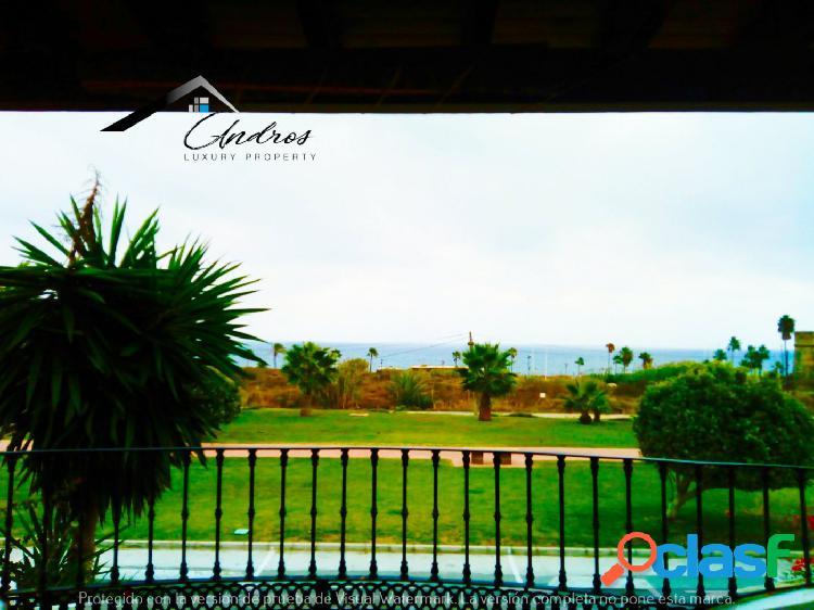 Chalet en venta con vistas al mar, 200 m del mar, en Puerto del La Duquesa, Manilva. 2