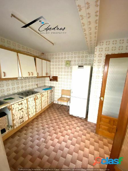 Se vende piso de tres habitaciones PARA REFORMAR, en centro de Estepona. 1