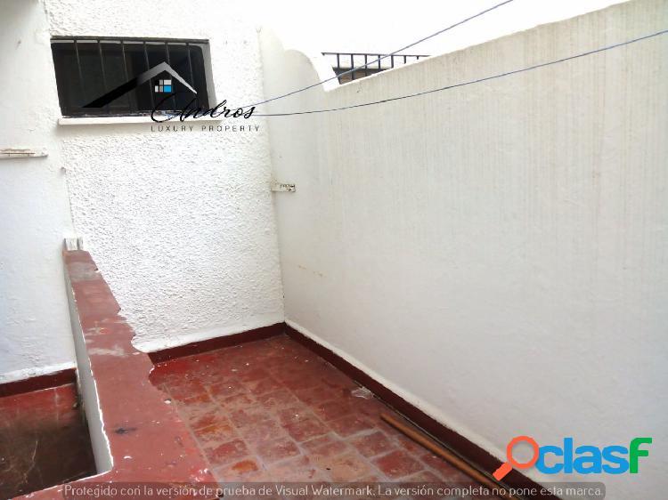 Se vende piso de tres habitaciones PARA REFORMAR, en centro de Estepona. 2