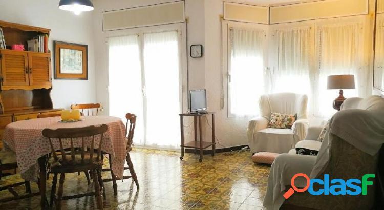 Casa con local, excelente situación comercial; y vivienda en 1ª. planta