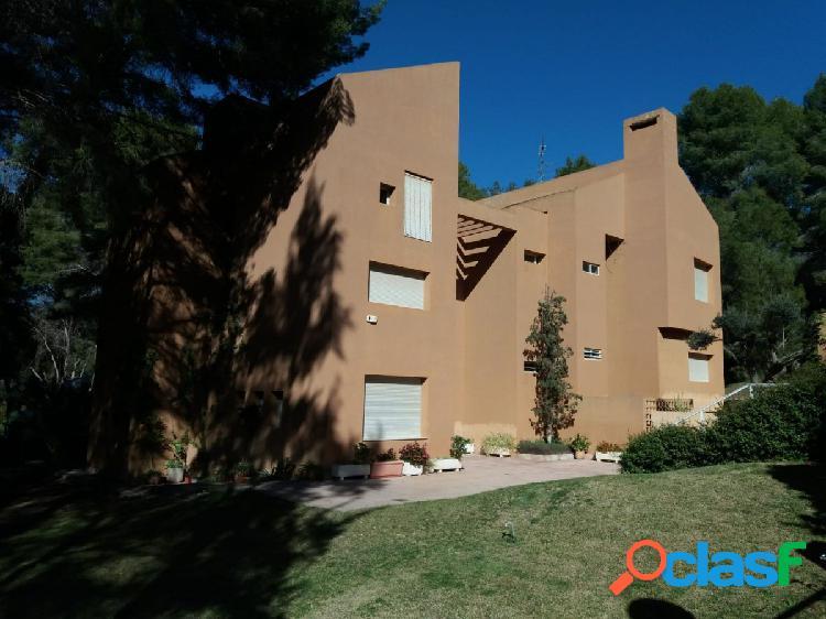 Espectacular vivienda en zona residencial tranquila y segura.