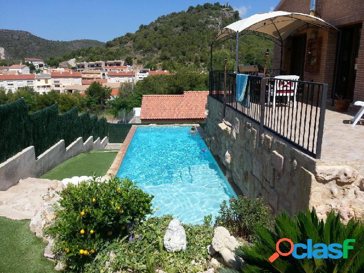 Casa en Roda de Bara, 2 habitaciones, 2 baños, jardín, piscina y garaje.