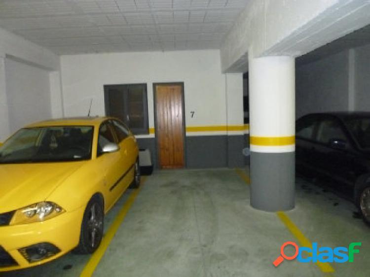 Magnífico piso ubicado en la Massana, Muy cerca del telecabina. Consta de 2 habitaciones, 1 baño, 1 aseo, cocina, salón comedor con chimenea, 1 plaza de garaje y 1 trastero. 3