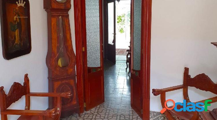 Casa de señorial en inca zona plaza toros. 266 m2 constr. 5 hab.2 baños. jardín 170 m2. 275000 €