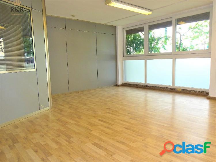 Despacho zona corte inglés aragón. 95 m2. 3 despachos independientes. 2 aseos.terraza.. 1.400 €