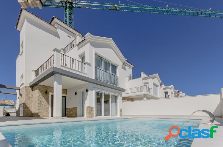 Torrevieja villas de lujo nuevo 5 dormitorios piscina privada de 8x4 metros.