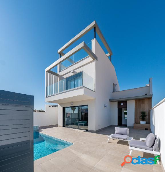 Bonitas villas nuevas, 3 dormitorios, piscina. vive en el golf de roda beach [amp;] resort. costa calida