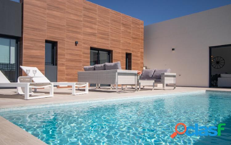 Exclusivas villas con piscina privada en la finca golf