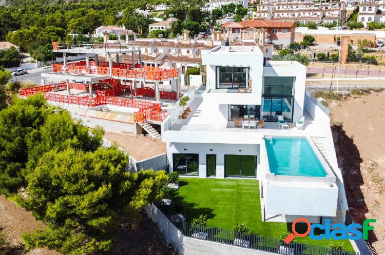 Villa moderna con piscina privada en polop