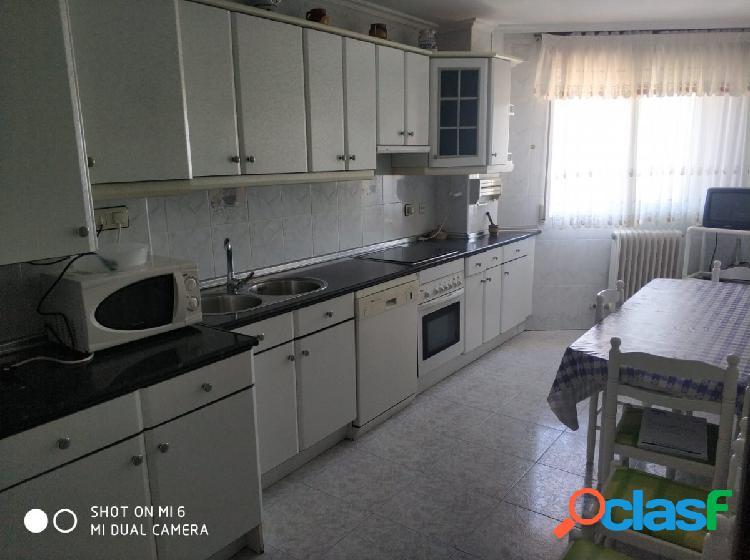 Se vende piso en valencia de don juan, amueblado, cocina, salón, baño, 3 hab, para entrar a vivir