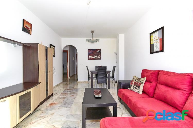 Piso muy céntrico de 2 dormitorios con parking propio en Fuengirola a 5 minutos de la Playa 2