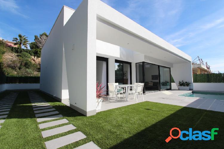 Villa independiente con piscina privada en Pinar de Campoverde 1