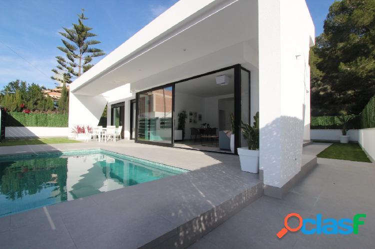 Villa independiente con piscina privada en Pinar de Campoverde 2