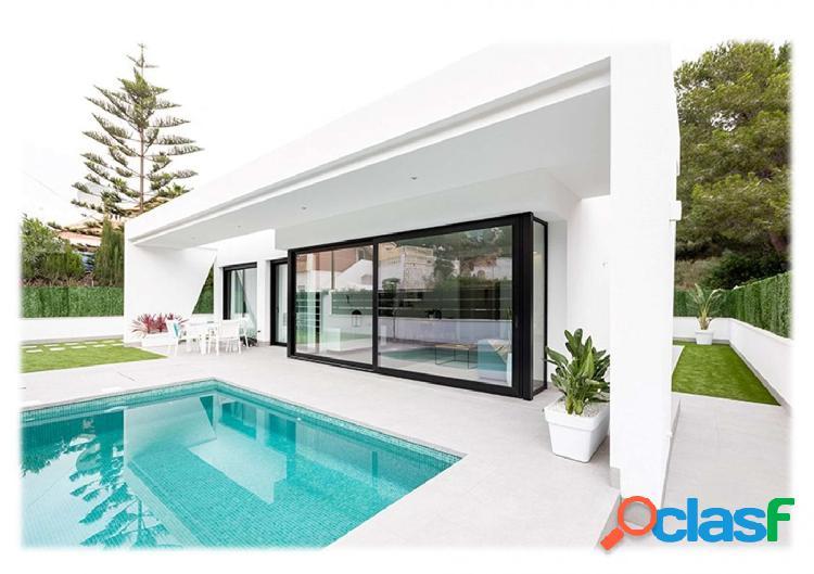 Villa independiente con piscina privada en Pinar de Campoverde 3