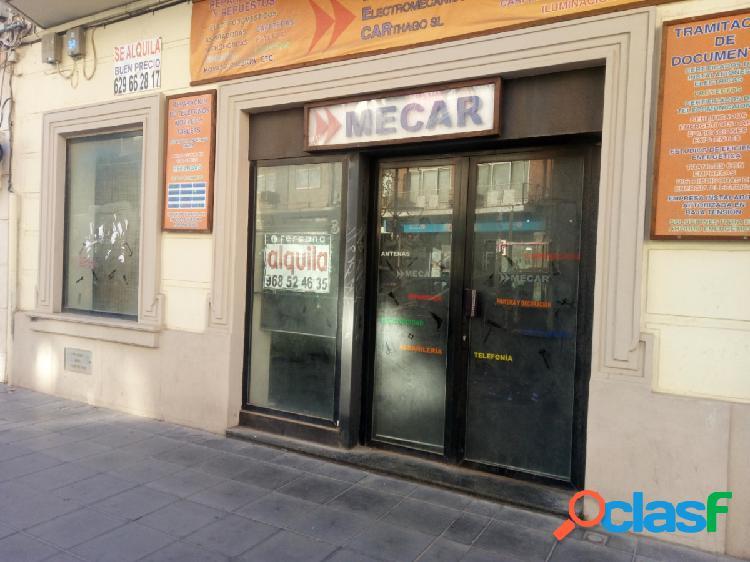 Se alquila local comercial de 100 metros en el centro de cargena ideal para cualquier comercio 1
