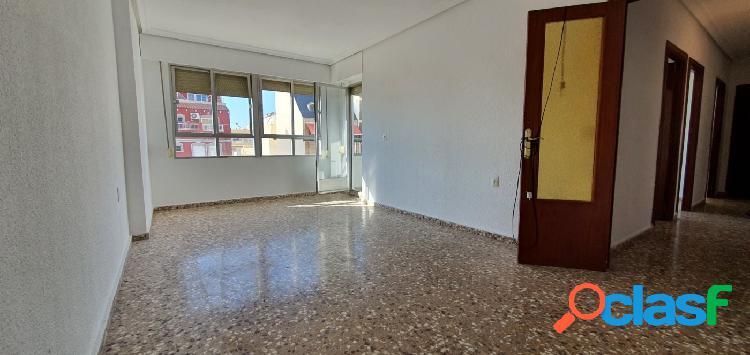 Amplio y luminosos piso de 4 dormitorios en Torrevieja 1