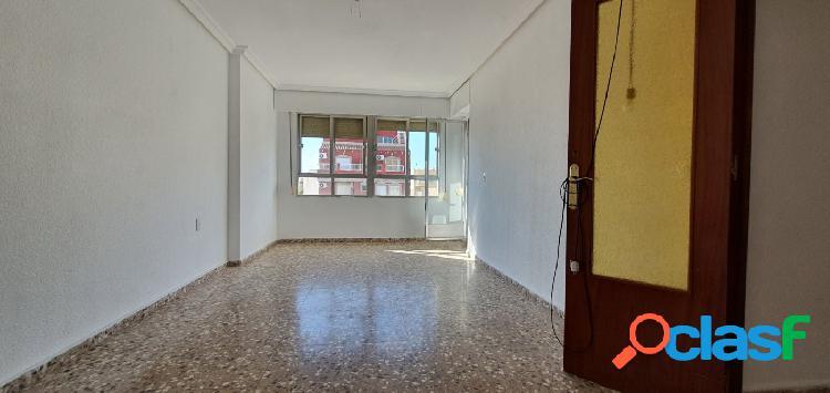 Amplio y luminosos piso de 4 dormitorios en Torrevieja 2