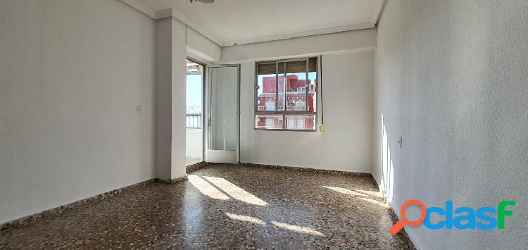 Amplio y luminosos piso de 4 dormitorios en Torrevieja 3