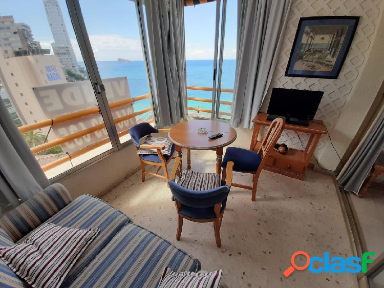 Apartamento en buen estado - primera linea playa levante benidorm - pueden ver las opciones de 2 dor