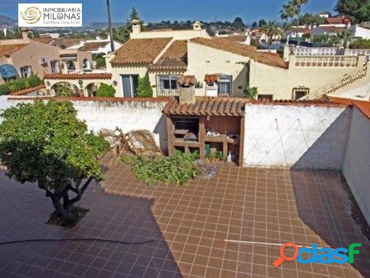 Chalet independiente de 6 dormitorios en urbanización con piscina. 1