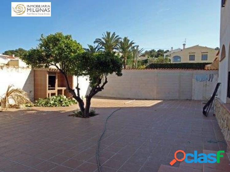 Chalet independiente de 6 dormitorios en urbanización con piscina. 2