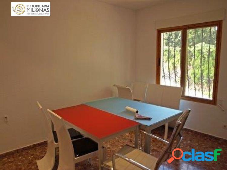Chalet independiente de 6 dormitorios en urbanización con piscina. 3